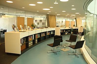 Möblierung in einem runden Gebäude