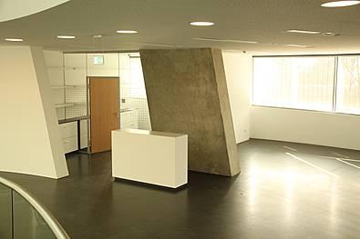 Produktpräsentationsfläche und Kassenbereich